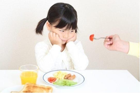 Trẻ 4 Tuổi Biếng Ăn, Chậm Tăng Cân, Bố Mẹ Phải Làm Sao?